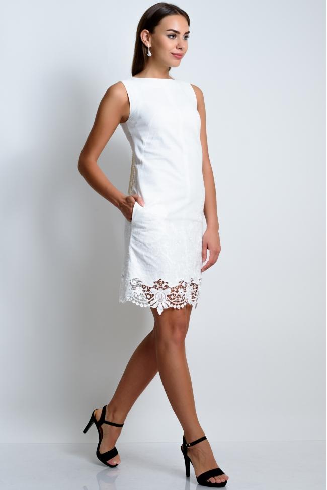 Платье льняное с вышивкой и кружевом