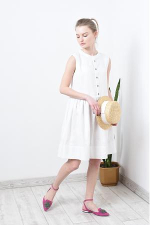 Свободное льняное платье без рукава